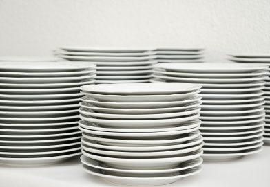 Come traslocare i piatti di casa senza fare disastri